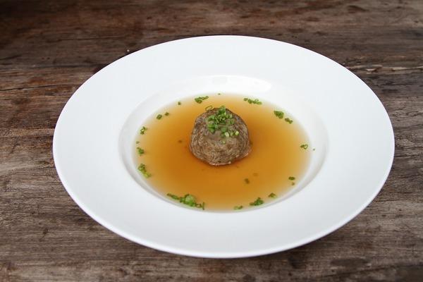 フレンチのスープは手間暇かけた贅沢な一品ばかり! さまざまなスープをご紹介
