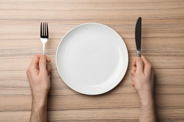 フランス料理のマナーとは? フレンチをいただく際のナイフ・フォークの使い方
