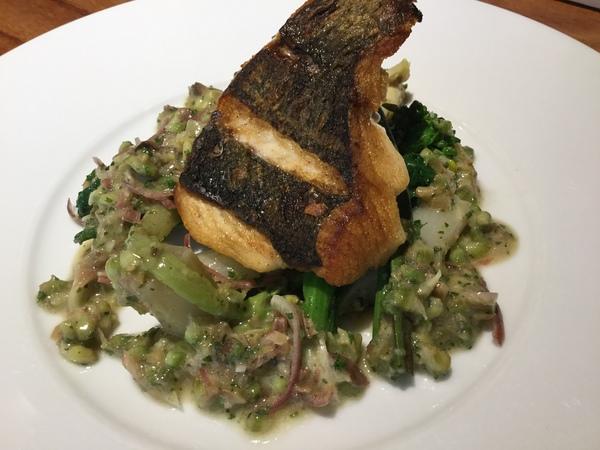 春メニュー【長崎産目鯛のポワレ 春野菜のソース】!メインに是非。本日お時間ゆったりとお過ごしいただけます。