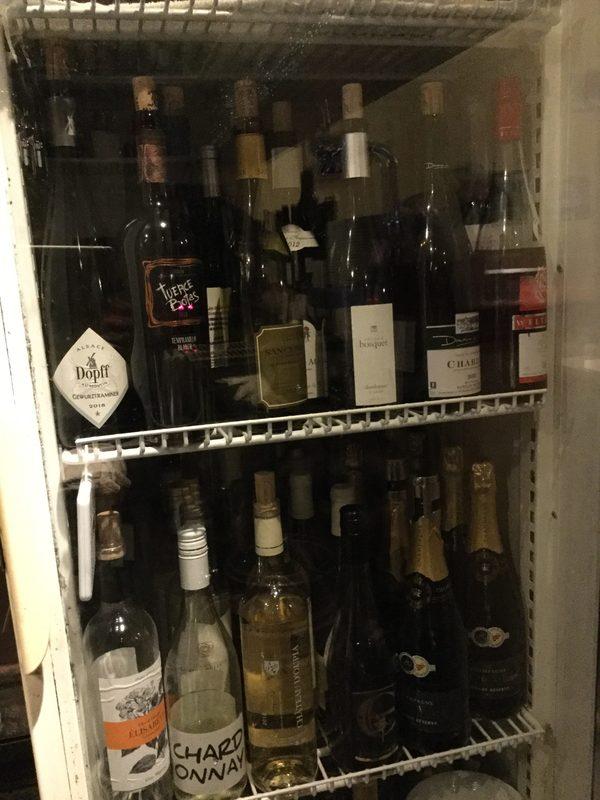 グラスワインは常時赤白40種以上お好みをお申し付け下さいませ。