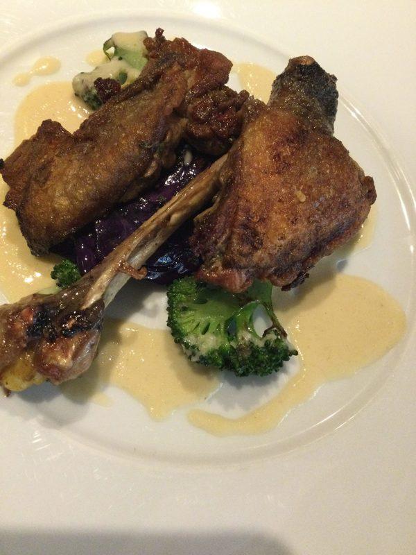 本日のメインランチはこちら【仏産ホロホロ鶏もも肉のロティ】ランチお席ゆったりです。お早めにどうぞ!