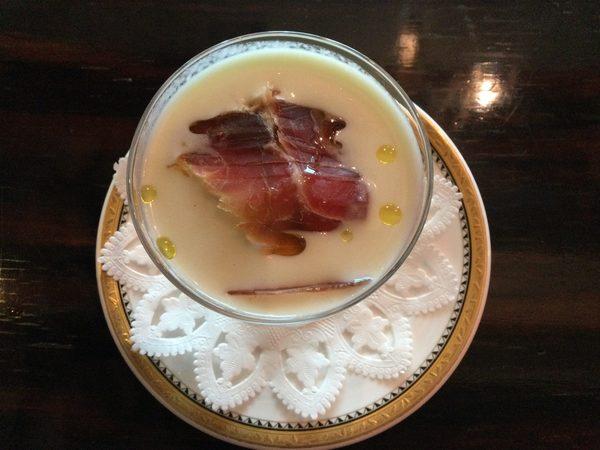 爽やかー!【メロンの冷製スープ】本日お席通してガランです。ゆったりのんびりでおすすめです。明日は若干ご予約ございます。
